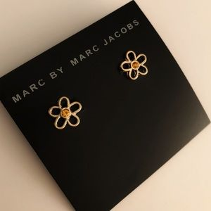 MARC JACOBS gold cut out daisy earrings w crystal